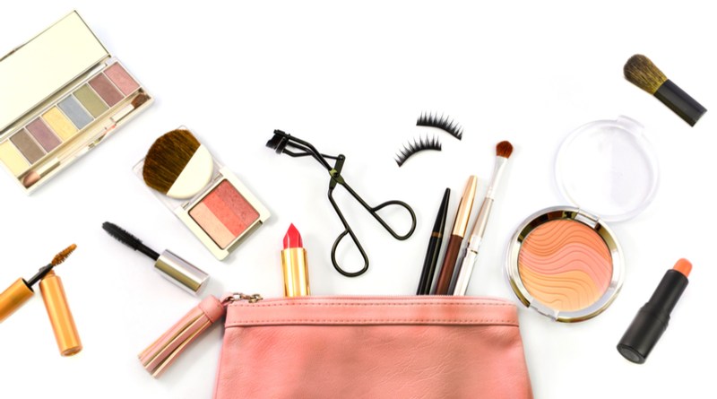 Makeup & Beauty Essentials While Travelling